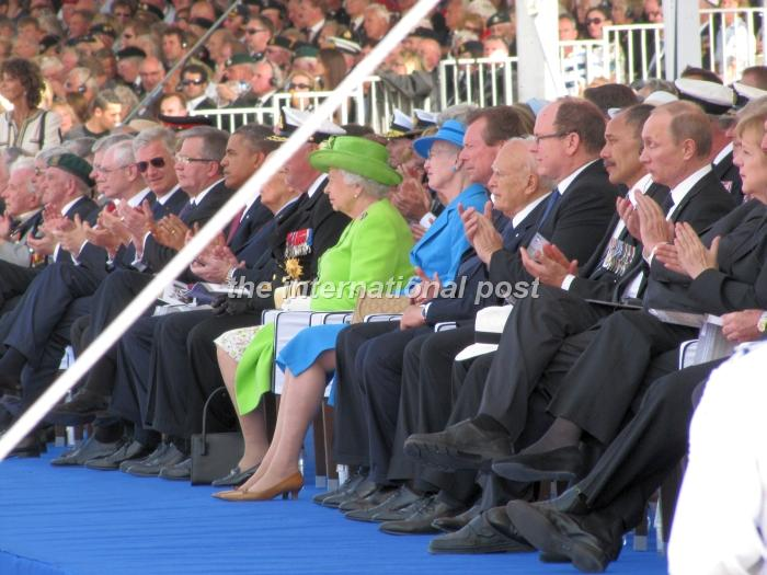 Barack Obama (L), Elizabeth II (C), Vladimir Putin (R) and other heads of state