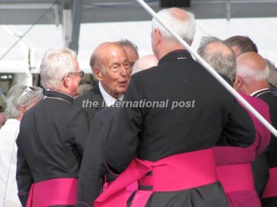 President Giscard d'Estaing with catholic officials