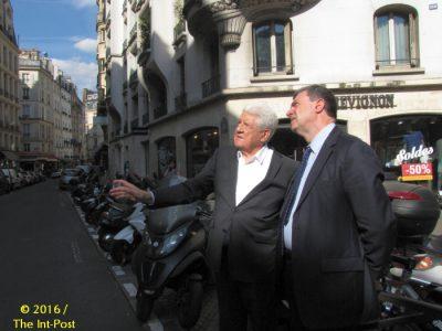 Jean Bousquet (L) and Mayor Jean-Pierre Lecoq