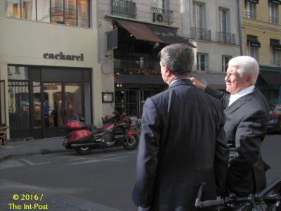 Jean Bousquet (R) and Mayor Jean-Pierre Lecoq